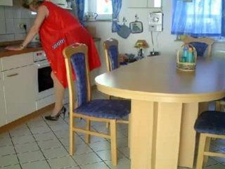 Oma und opa in der kueche