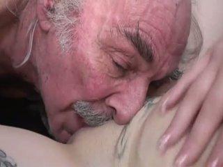 Porner premium: amateur sexo película con un viejo hombre y un joven zorra.
