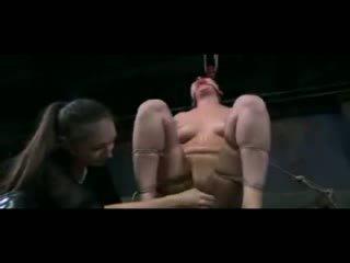 Lésbica asiática escrava bdsm treinamento