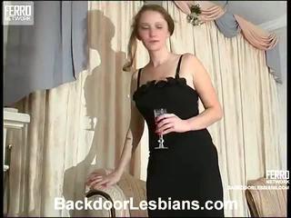 Joanna と irene 意地の悪い アナル lezbo episode