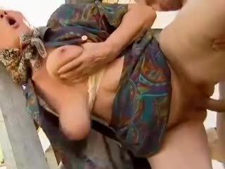 2 ferme mamies seduced par jeune homme