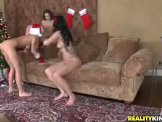 NaTALia Cruze Gives Celeste A Good FingEring WHile Munchowdyng On Sammie Rhodes