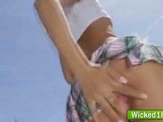 Sexy asiatisch teen schulmädchen alina li gefickt aus hinter