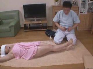 Užrištos akys žmona molested iki viešbutis masseur