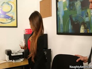 Oustanding jug chief madison ivy receives employee bananen i henne kontors