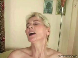 소년 fucks 뜨거운 할머니