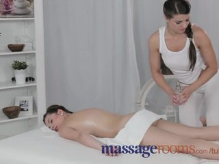 Масаж rooms опитен голям бюст лесбийки gives млад тийн оргазъм на тя живот