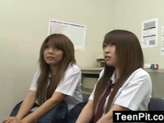ญี่ปุ่น schoolgirls ได้รับ ดำ mailed