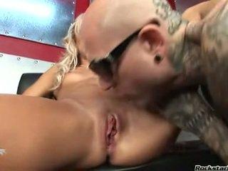大 肛门, 在的titties部分性, 在厨房裸体 额定
