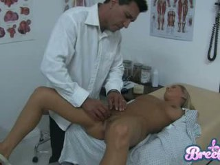 Suka bree olson jest having że guyr soaked krocze tickled z jej physicians fingers