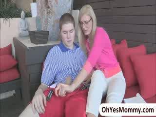 Sexy nena shyla jameson comes casa y busts su madrastra con su bf