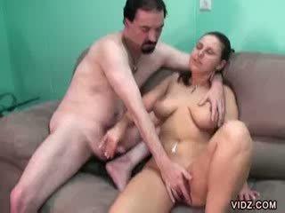 dark haired bitch got hot over cunt massage