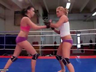 meest lesbisch, lesbische strijd, muffdiving thumbnail
