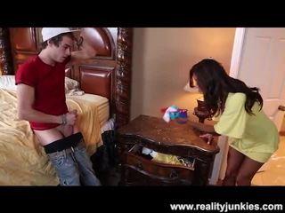 Francesca le catches เขา sniffing เธอ กางเกงใน
