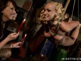 Mandy brillante jugando con su esclava kathia nobili