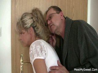 On leaves a vyzreté parents seduces jeho yummy dievča