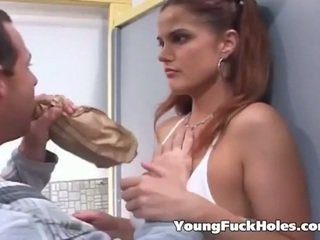 zien brunette scène, echt jong porno, controleren assfucking