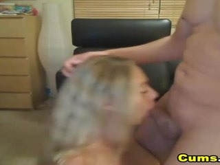 นมโต สีบลอนด์ เมีย sucks และ rides เอชดี