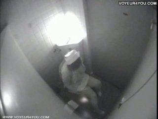 Lavabo masturbation secretly captured por spycam