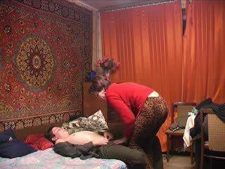 Російська зріла мама і її хлопець! недосвідчена!