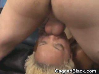 Dyed haired negra dirt puta getting rosto fodido por branca guy