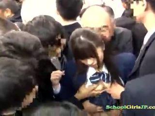 Asijské školačka gets ji tvář gang banged v a autobus