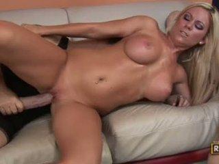 Bitchy glamorous ahryan astyn getting হার্ডকোর দ্বারা একটি অতিকায় boner উপর তার twat