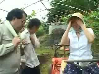 Azijke naselje ženska gets zlorabljeni video
