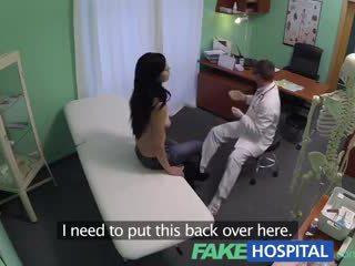 Fake हॉस्पिटल squirting मिल्फ wants breast implants और gets एक क्रीमपाइ इंजेक्षन बजाय