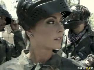 Jessica jaymes gets fucked di luar oleh yang unggul video
