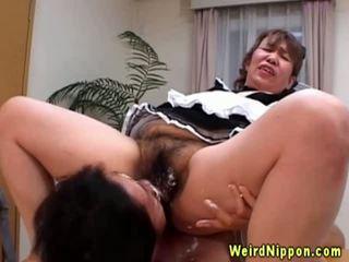 アジアの おばあちゃん gets 彼女の 毛深い プッシー licked