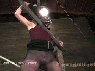 brunette, alle fucking machine scène, echt plassen seks