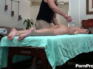 Massage session với sexy bé