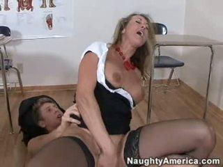 Bitchy ゴールデン haired brandi 愛 likes getting cummed 上の 彼女の throat 後に a ハード ファック