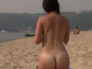ideaal strand, nieuw publiek thumbnail, nominale nudist scène