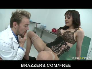 Csintalan picsa squirts míg lovaglás doctor's fasz videó