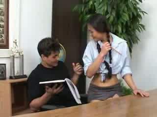 Siro aasialaiset koulutyttö banged