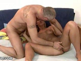 Seksikas blond linda ray imemine an vana munn