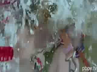 Σέξι και άγριο playboy playmates doing γυμνός parasailing