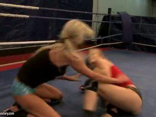 Laura kryštál a michelle soaked cat boj v ring