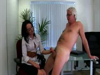 Panas wanita berpakaian dan lelaki bogel/ cfnm pejabat babes