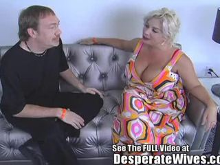 Desperate żona claudia marie eats cum!min