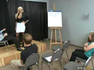 pijpbeurt scène, bril scène, controleren rok seks