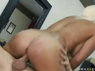 Jacky Joy Screwed By A Horny Hot Chap At Tthis Chab Salon