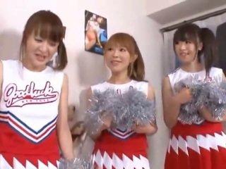 3 gergasi payu dara nipponese cheerleaders sharing timun