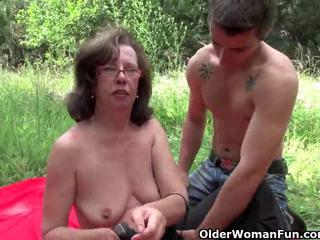Bunicuta gets ei tâmpit invaded outdoors