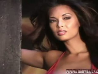Breasty tera patrick और briana banks पोसिंग हॉट में एक photoshoot