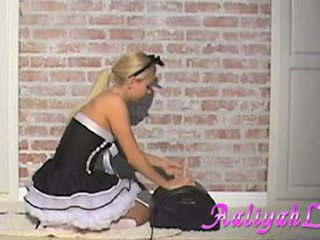 Aaliyah Love Sexy Maid Engulfing A Feather Duster