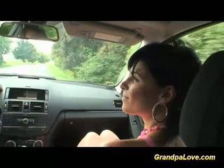 ग्रॅनड्पा giving कॉक को बेब