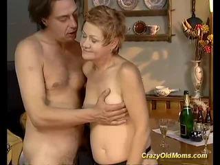 Staršie naivka gets ťažký fucked